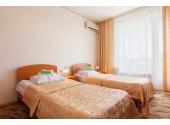 Отель « Дельфин Адлеркурорт»Стандартный двухместный номер 1-й категории